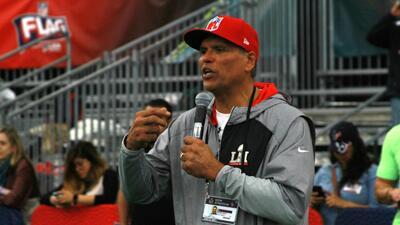 Anthony Muñoz encabeza el NFL Play 60 para desarrollar el carácter de los niños