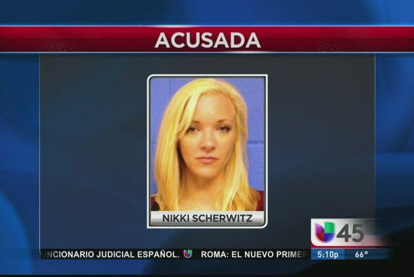 Nikki Scherwitz, una maestra de 25 años de la preparatoria Brazosport, e...