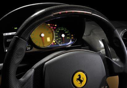 Los relojes amarillos le añaden deportivodad al 599 GTB.