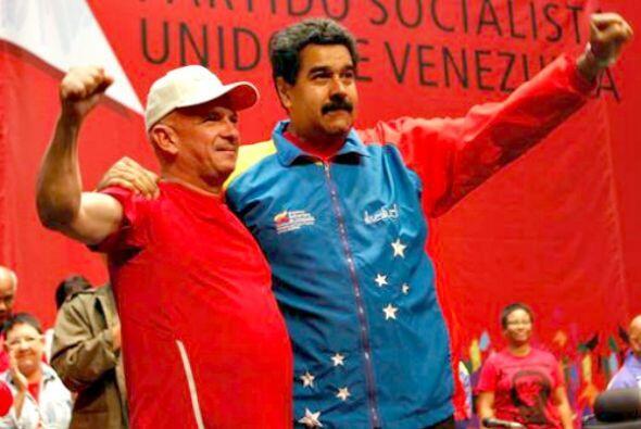 El presidente de Venezuela, Nicolás Maduro, con Hugo Carvajal que...