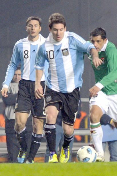 Ni a pesar de tener a sus espaldas a Javier Zanetti como protector, Mess...