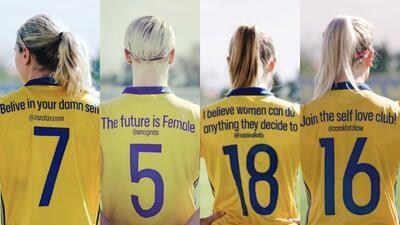 El homenaje en las playeras de la selección femenina de Suecia en el Día de la Mujer