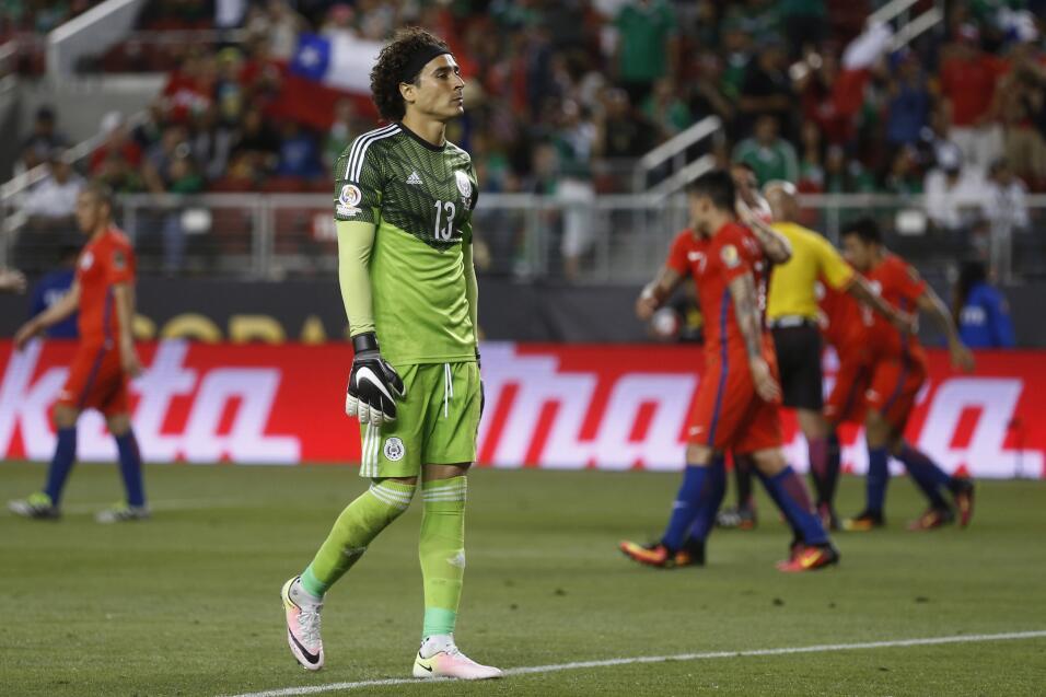 Ochoa debutó con triunfo y portería en cero con el Standard de Lieja 201...