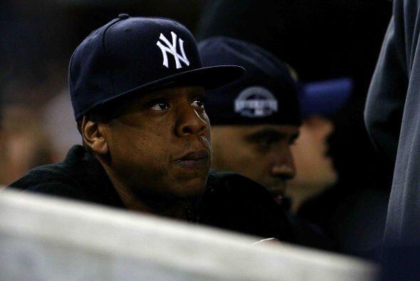 El rapero Jay-Z no podía creer que su equipo estuviera abajo en la pizarra.