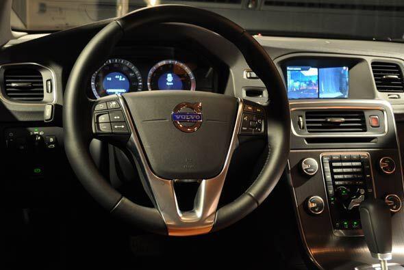 La seguridad es una prioridad de Volvo, por eso incluyó volante multifun...