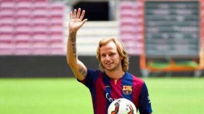 El volante croata fue presentado como nuevo jugador del Barcelona en Esp...