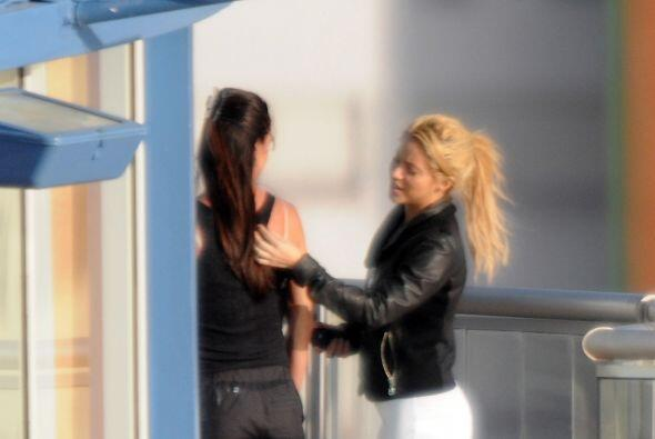 WHAT? Shakira tiene una manera muy extraña de vestir...