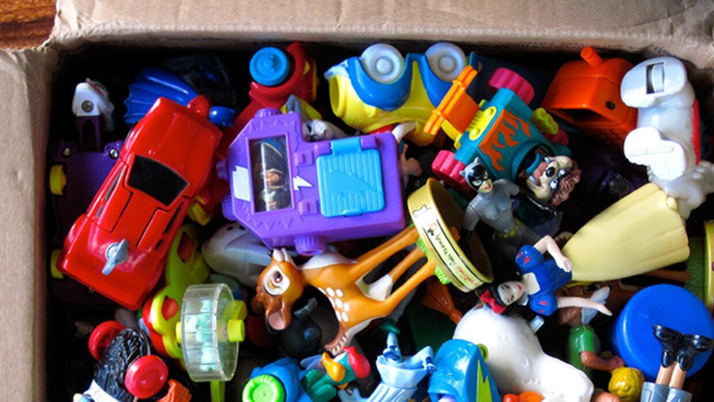 No botes los juguetes a la basura porque tus hijos ya no los usan
