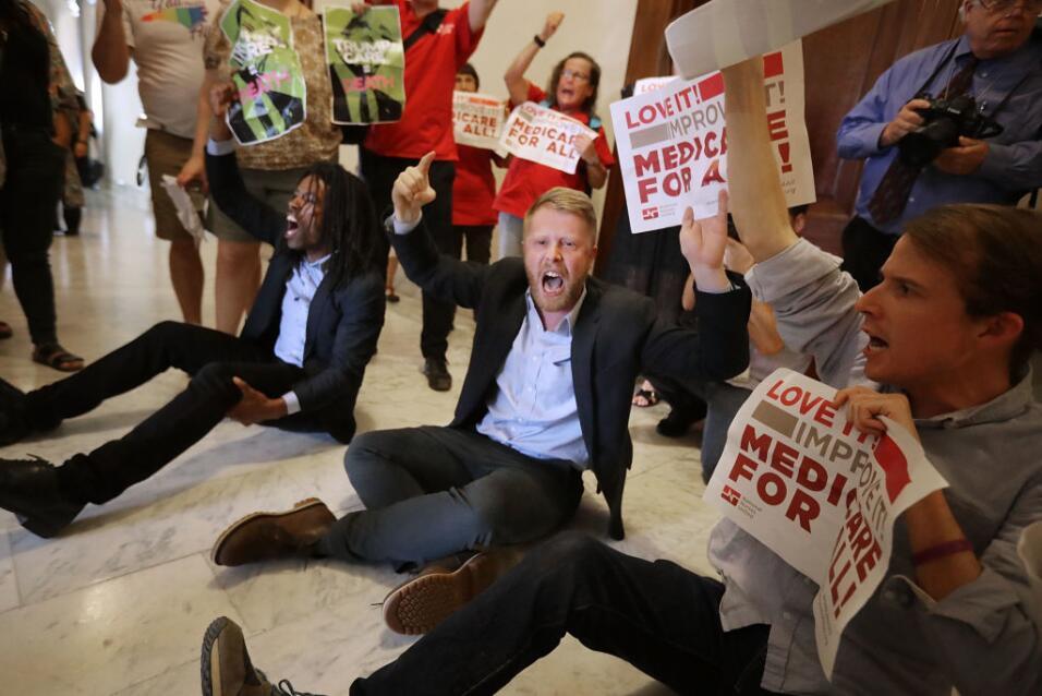 Trump pide de nuevo acabar con Obamacare, pero estas señales indican que...
