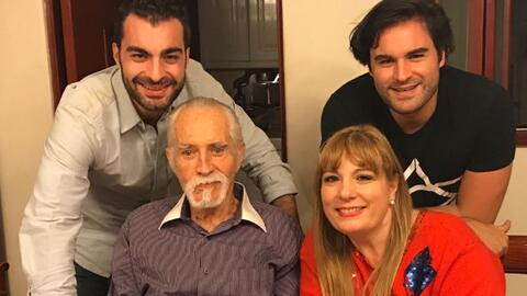 Rogelio Guerra y su familia en la Navidad del 2016.