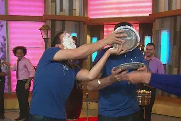 Alan y Raúl querían más y después del pastel...