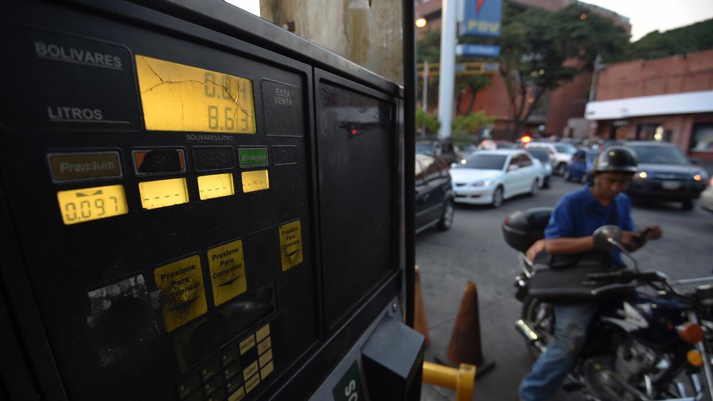 La gasolina en Venezuela sigue siendo más barata que el agua. Un litro d...