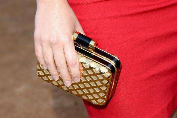Un bolso 'clutch' es otro accesorio que definitivamente no puede faltart...