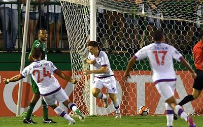 El delantero de Nacional consiguió el 2-0 global ante Chapecoense...