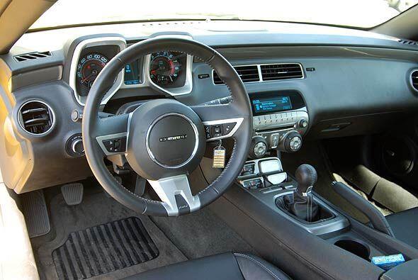 Por dentro es un auto que refleja el espíritu del modelo original, pero...