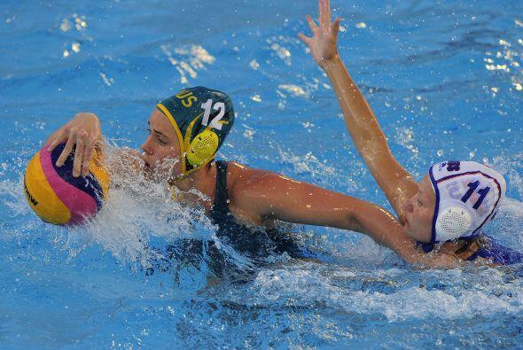 En las competencias de waterpolo femenil, la selección australiana es el...