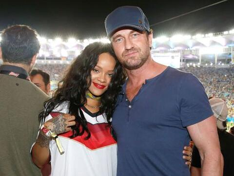 """La cantante estuvo muy buen acompañada del actor de """"300&quo..."""