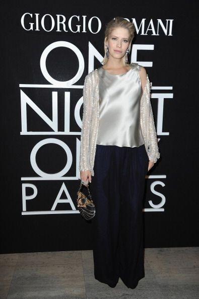 La rusa Elena Perminova llevó el color plateado muy a su estilo,...