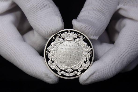 El diseño de la moneda tiene un estilo barroco, el cual se utiliza en ob...