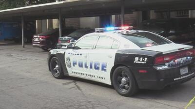 Un hombre dispara en la cara de su hijastro en medio de una discusión en un complejo de apartamentos en Dallas