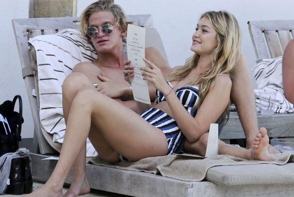 Gigi se recargó contra Cody en el camastro.