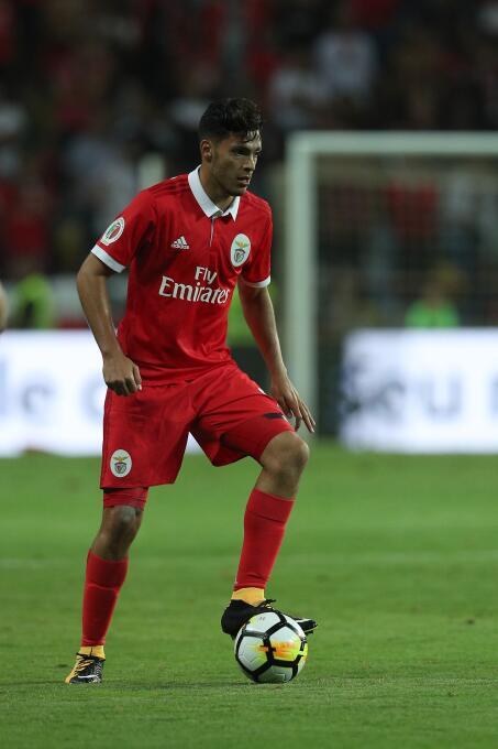Viernes 1º de diciembre - 3:30 p.m. CT / Porto Vs. Benfica: entre tanto,...