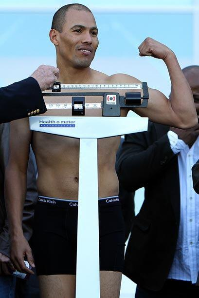 El excampeón mexicano, José Luis Castillo paró la báscula en 147 libras.