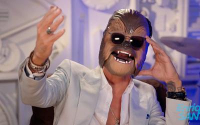 ¡No lo vas a creer! Marc Anthony se atrevió a cantar con la máscara de C...