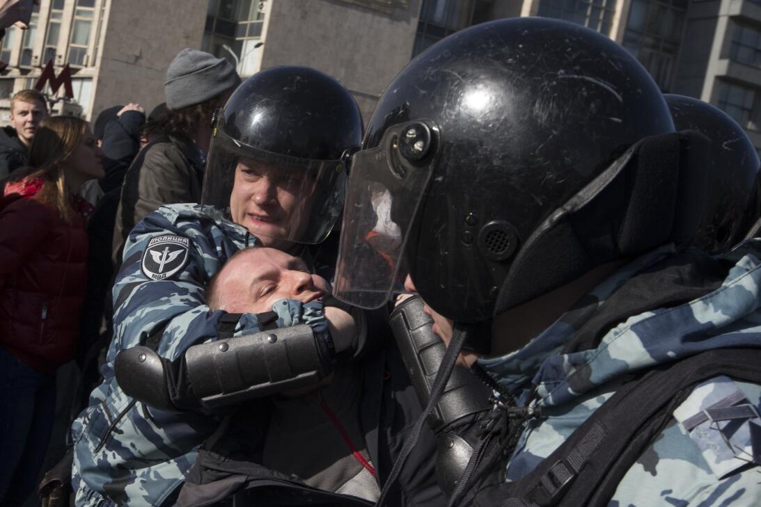 La Casa Blanca de EEUU condenó las detenciones y pidió a Rusia liberar a...