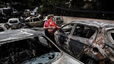 26 muertos abrazados: encuentran un grupo calcinado entre las víctimas de los mortíferos incendios de Grecia