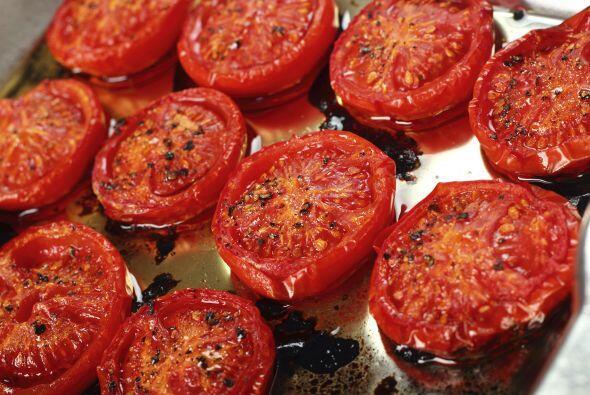 """""""Coloca tus tomates perita en el horno con aceite de oliva, y una vez qu..."""