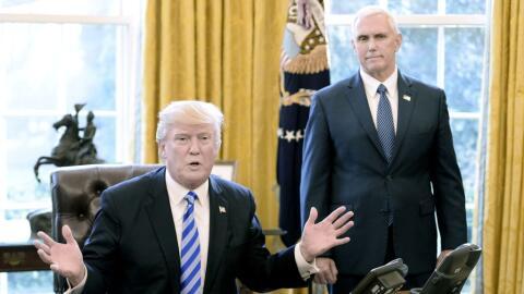 El presidente Donald Trump y el vicepresidente Mike Pence después...