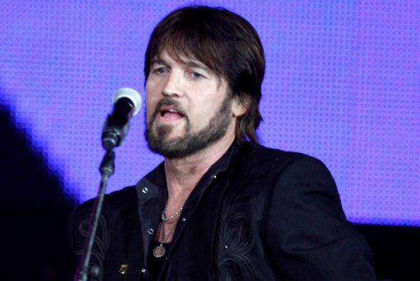 El papá de Miley es Billy Ray Cyrus, el famoso cantante country, aquel d...