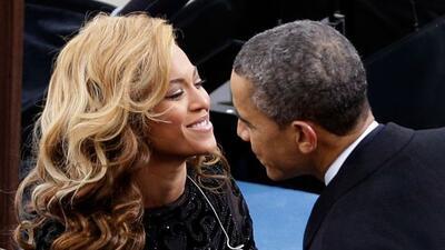 La cantante saluda al presidente Obama al iniciar su segundo término.