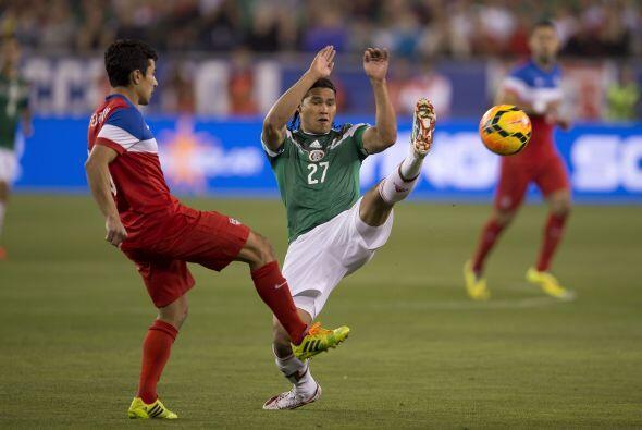 27 Carlos Peña  No se vio durante los 45 minutos que disputó en la prime...