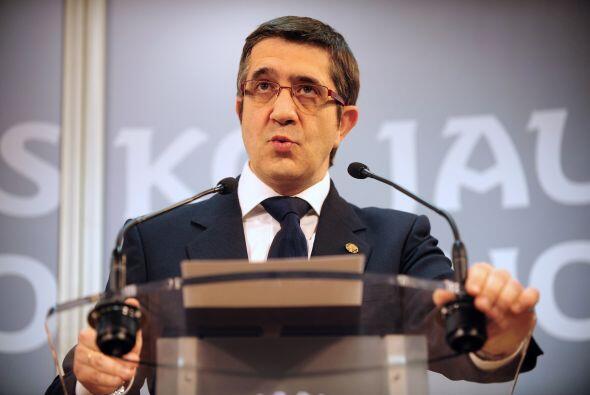 Patxi López, presidente regional vasco, apuntó que 'ETA em...