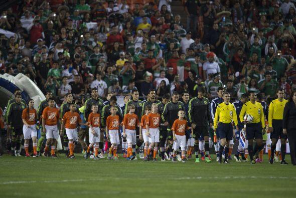 Los representativos de México y Paraguay se enfrentaron en el Arrowhead...