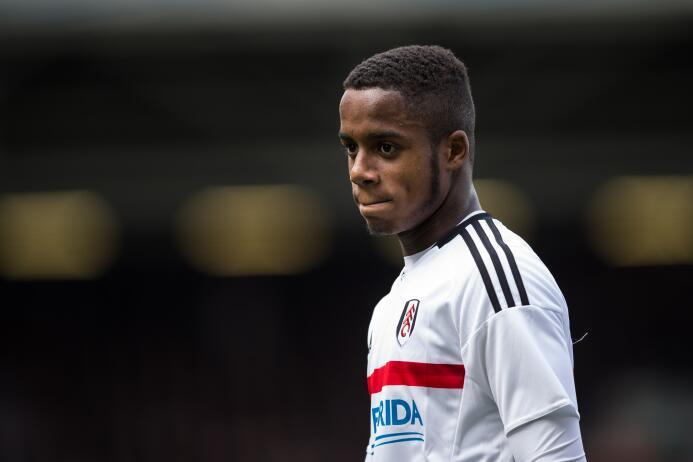 El juvenil Ryan Sessegnon descrestó la pasada temporada con el Fulham y...