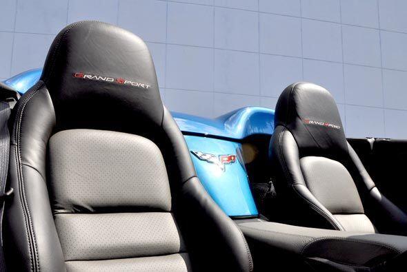 Los asientos también poseen un estilo deportivo y con el equipamiento He...