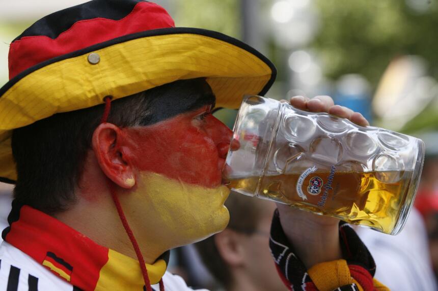 Un aficionado alemán disfrutando una cerveza durante el Mundial 2006.