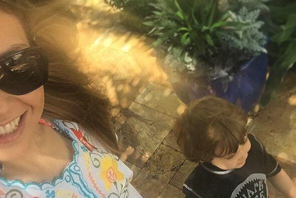 Con su pequeño Matthew Alejandro, regresando a casa después de un día de...