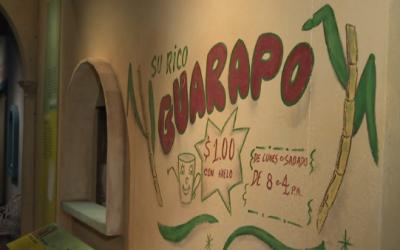 En Cuba se consume el guarapo con caña de azúcar molida y...