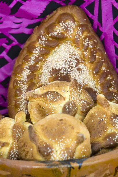 8. Una tradición fundamental es el llamado 'pan de muerto' que tiene una...