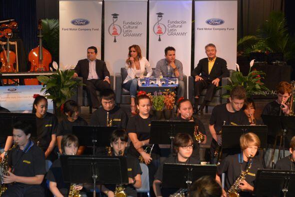 Los estudiantes se beneficiarán con instrumentos musicales nuevos.