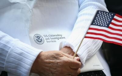 Requisitos para que los mayores de 21 años de edad pidan la ciudadanía d...