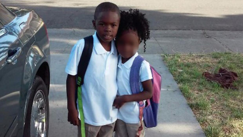 Dante y Danae, de 8 y 7 años, habían recén iniciado el año escolar cuand...