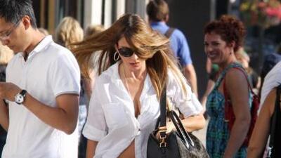 Nuestra querida Sofía Vergara quería enseñar un poquito con esa blusa.