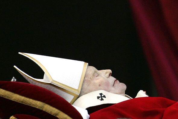 2 de abril de 2005. Muere el Papa Juan Pablo II, Karo, Wojtyla, tras 25...