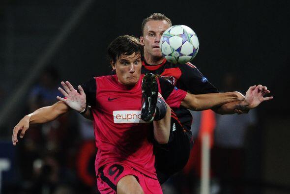 El Bayer Leverkusen alemán se vio las caras con el Racing Genk de Bélgica.