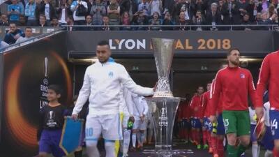 Dimitri Payet tocó la Copa antes de la final, salió lesionado en la primera parte